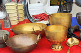 Bowl vintage copper sold in the market. — 图库照片