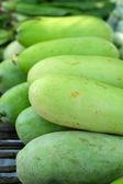 Tratteggio di verdure fresche - verde nel mercato. — Foto Stock