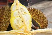 Durian fruit ripe for eaten — Stock Photo