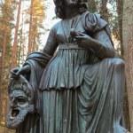 Постер, плакат: Melpomene the Muse Statue in Pavlovsk Park