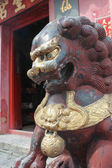 Chinese guardian lion. Sam Seng Temple in Macau — Photo