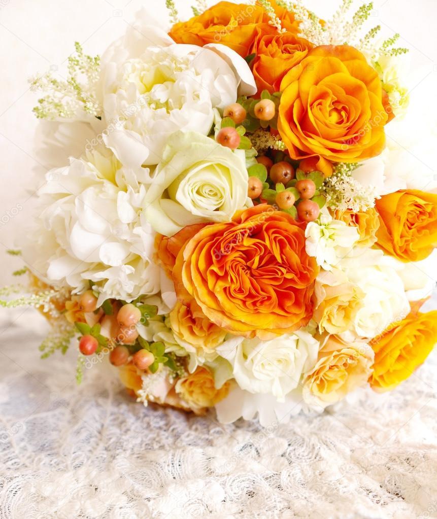 Vintage orange Elfenbein weiß Brautstrauß — Stockfoto © ukromka ...