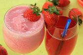 Smoothie e suco de morango — Fotografia Stock