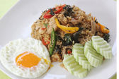 Fried rice with basil, chili and pork — Stock Photo