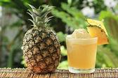 パイナップルのスムージー — ストック写真