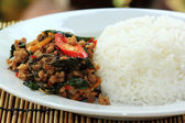 Pad Krapao Moo, spicy stir-fried pork with Thai Holy basil and c — Stock Photo