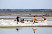 Workers in salt pans, Thailand.  — Stock Photo