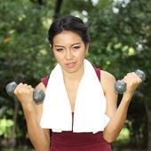 女性との手の重み — ストック写真