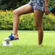 Leg of female soccer player — Стоковое фото