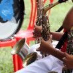 Students playing saxophone — Stock Photo