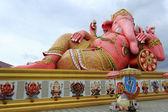 Big Pink statue of Hindu god Ganesh — Stock Photo