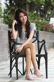 Vrouw is ontspannend — Stockfoto