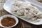 Slide steamed chicken on the plate — 图库照片