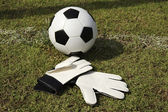 Gloves and soccer ball — Stock Photo