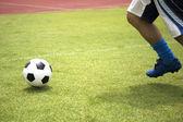 Piłkarz z piłką — Zdjęcie stockowe