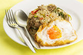 Fried rice with beef chili and basil  — 图库照片
