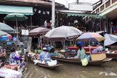 Samuthsongkram, Tajlandia-26 lipca 2014: słynny znak pływający — Zdjęcie stockowe