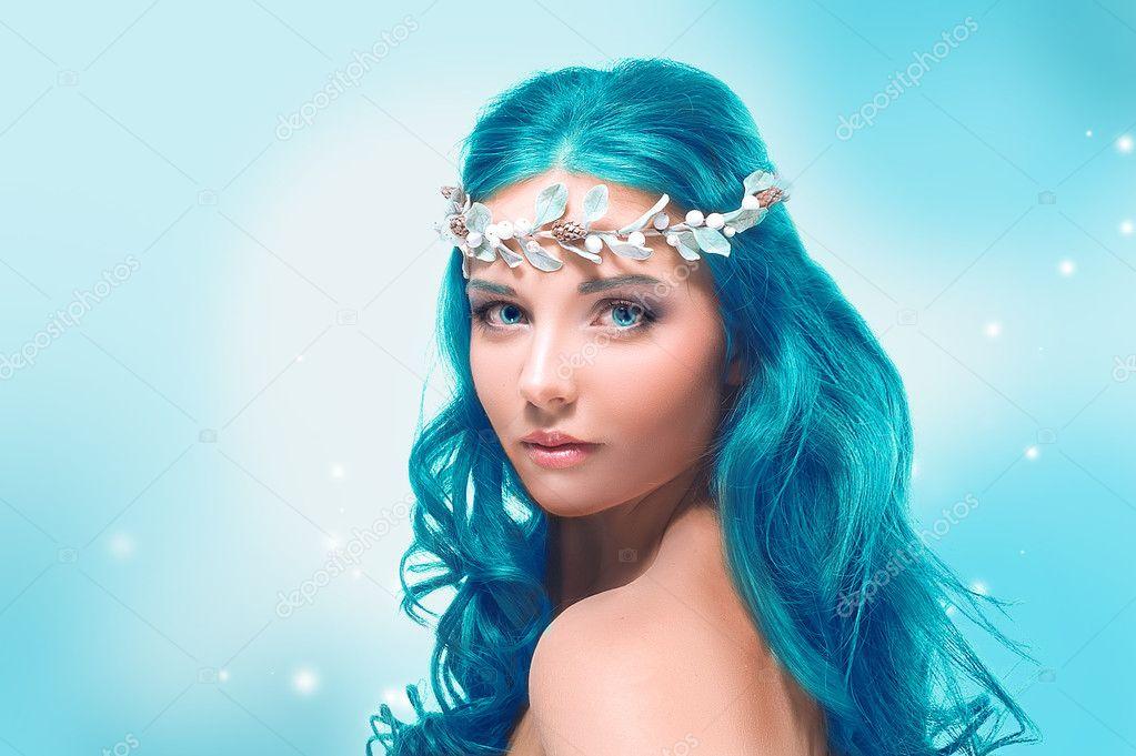 File Cyndi Blue Hair 2000 Jpg: Linda Garota Com Cabelo Azul Em Um Fundo De Inverno