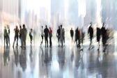 Gruppo di persone nel centro business hall — Foto Stock