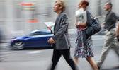 Ruch niewyraźne spaceru na ulicy ludzi biznesu — Zdjęcie stockowe