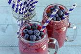 Yaban mersini ve blackberry smoothie shake — Stok fotoğraf