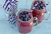 Shakes de smoothie blueberry e blackberry — Fotografia Stock