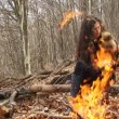 Girl sitting by the campfire In winter — Stock Video #33816773