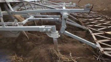 拖拉机在农田工作 — 图库视频影像