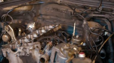 Dismantling of car engine — Stock Video