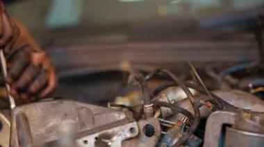 Repair Shop: Car Engine Dismantling — Stock Video