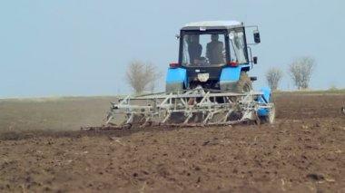Farm Field: Tractor Ploughs — Stock Video