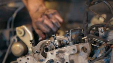 Automobile service. Engine Dismantling. — Stock Video