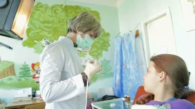 Little Girl and dentist — Stock Video