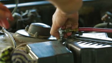 Mechanic  with car carburetor. — Stock Video