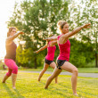 Group of 3 women doing yoga in nature — Stockfoto