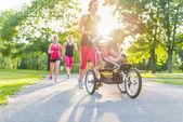 Active mother jogging — Foto de Stock