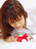 Portrait of happy young woman with gift box — Stock Photo