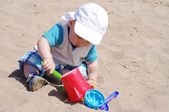 Baby age of 9 months plays with sand — Stock Photo