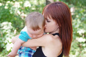 Mother cheers up the offended baby — Stock Photo