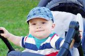 Niño en buggy en verano — Foto de Stock
