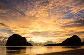 Beautiful sunset beach in Thailand — Stock Photo