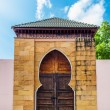 Ancient door of Chinese and blue sky — Stock Photo