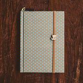 Note book on wood background vintage — ストック写真