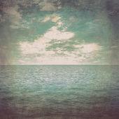 Grunge fondos del mar y el azul cielo con vintage de nube — Foto de Stock