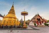 Wat phra dat hariphunchai was een maatregel van de lamphun, thailand — Stockfoto