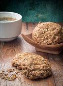自制木桌上的饼干. — 图库照片