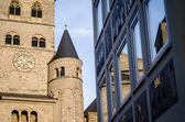 Modern vs old architecture, Cathedral of Trier — Stock Photo