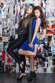 Due ragazze di moda — Foto Stock