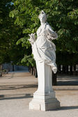 Statue of Ceres in the park. Paris, France — Stock fotografie