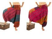 Vícebarevné harem kalhoty s indickými vzorem — Stock fotografie